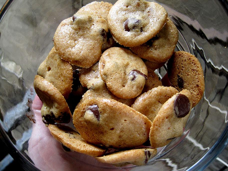 Mini Crunchy Chocolate Chip Cookies | Want Dessert